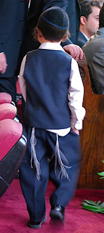 boy wearing tzitzit